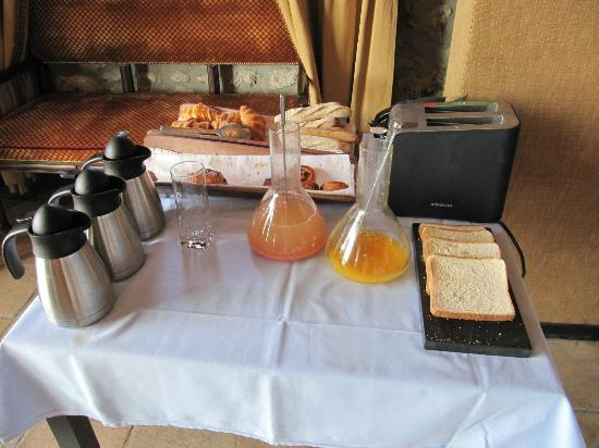 Chateau Eza: leftover breakfast items at 8.30am!