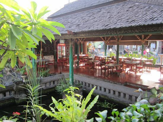 Hotel Prawita: Breakfast and restaurant area.