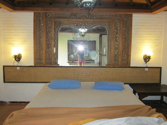 Hotel Prawita: Bed