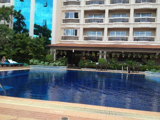 Hotel Somadevi Angkor Resort & Spa: Somadevi Angkor Hotel pool