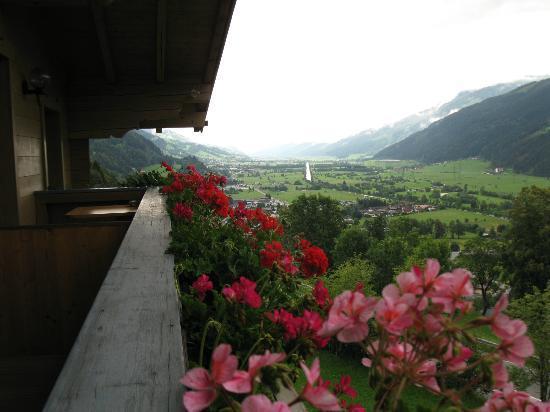 Pension Schlossberg : Porch view 1