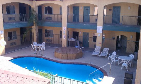 Texas Inn and Suites Rio Grande Valley : Pool area