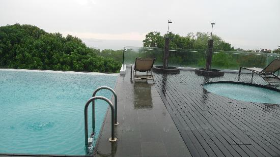 Amara Sanctuary Resort Sentosa: sky pool