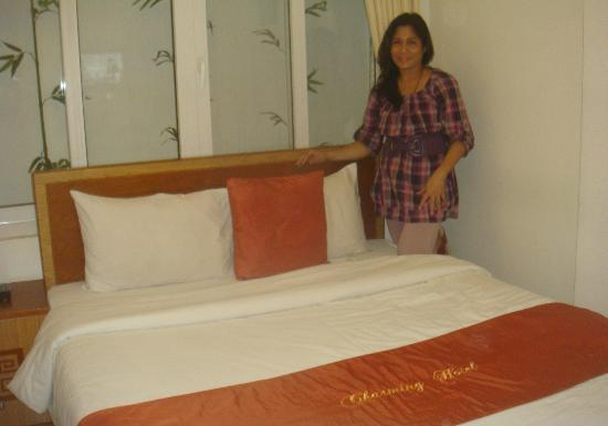 Hanoi Charming Hotel: clean, comfy bed