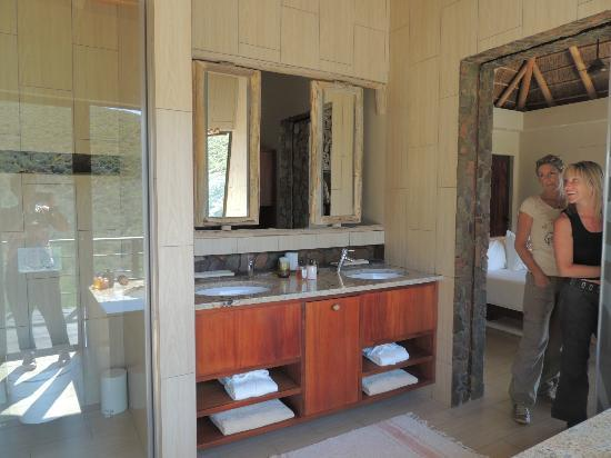 White Lion Lodge: bathroom