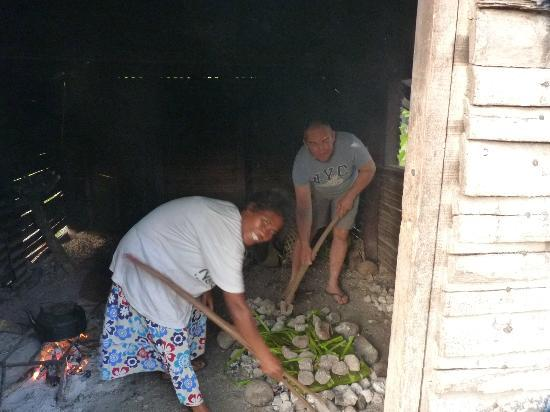 Jabsina Guest House: Cooking the Lap Lap