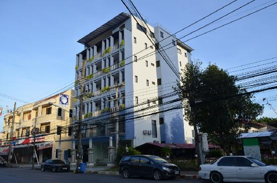 Sino Inn Phuket: The building