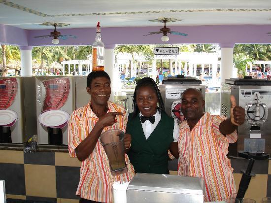 Hotel Riu Montego Bay: Pool Bar Friends