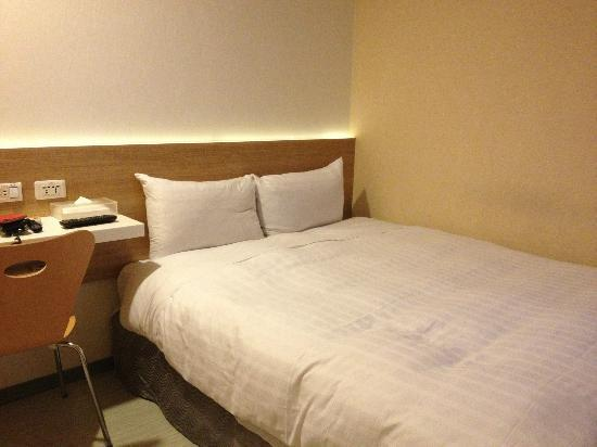 CityInn Hotel - Taipei Station Branch I: Simple bed