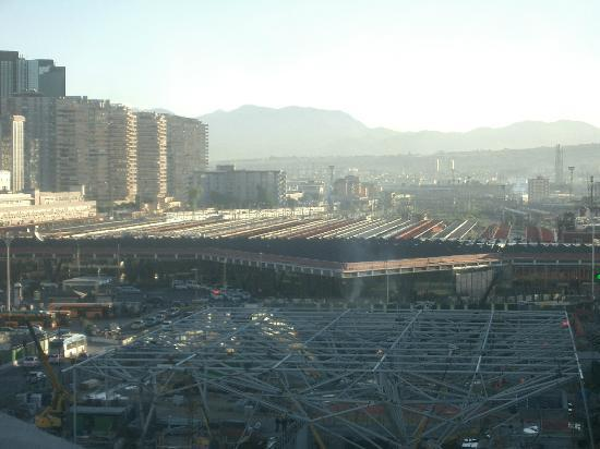 UNA Hotel Napoli: View of the Naples Train station.