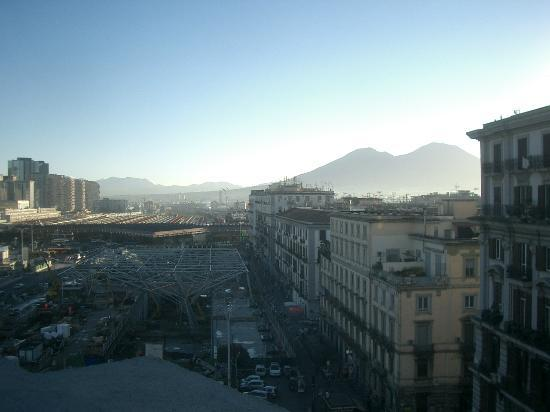 UNA Hotel Napoli: View from the terrace.