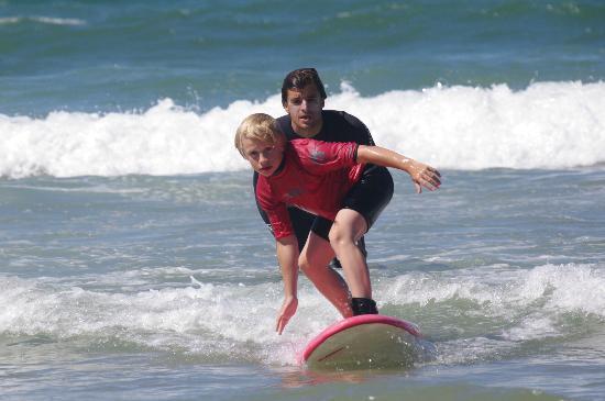 Ecole de Surf Lehena : Des moniteurs au plus proche de leurs élèves !