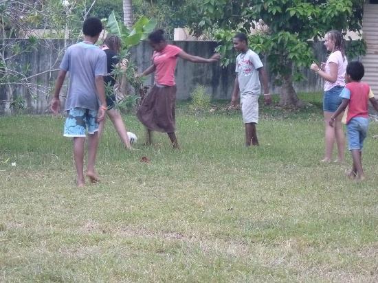 Jabsina Guest House: Backyard soccer