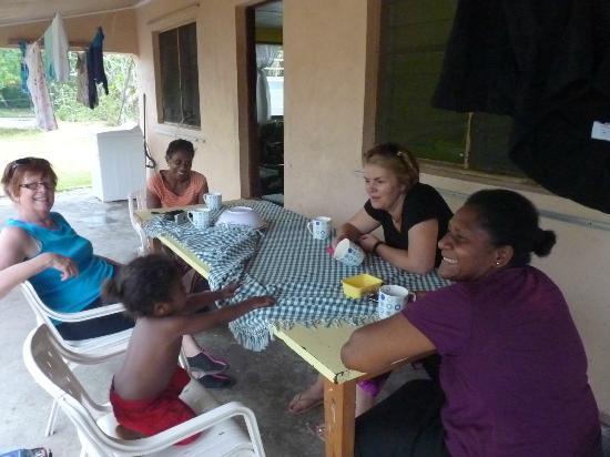 Jabsina Guest House: Ladies' cuppa time