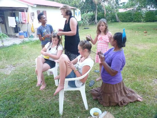 Jabsina Guest House: Hair braiding workshop