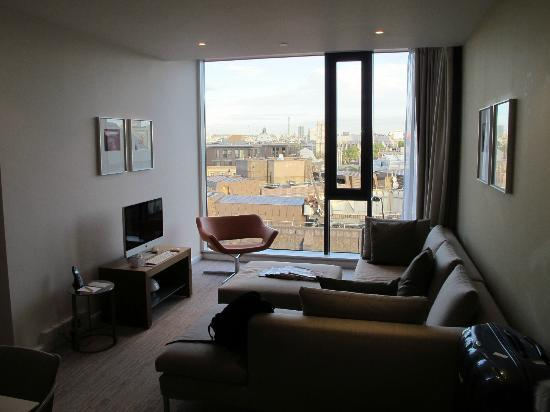 Doubletree by Hilton London - Westminster: Our suite on the 13th floor