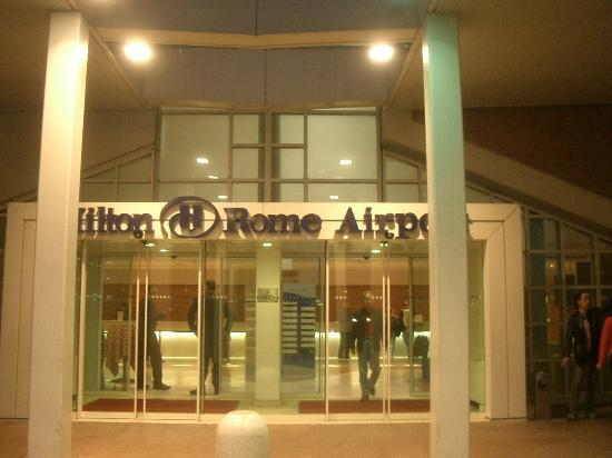 Hilton Rome Airport Hotel: The entrance.