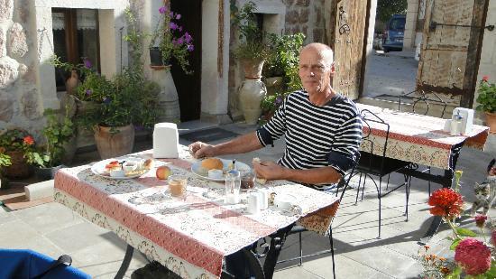 Safran Cave Hotel: Petit déjeuner en novembre