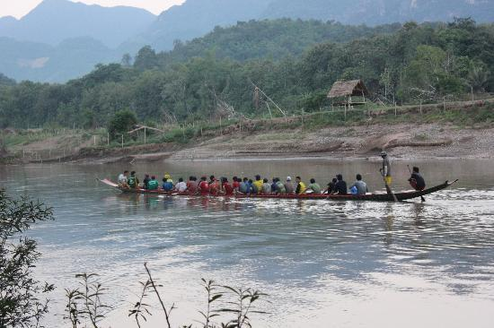 Lao Spirit Resort: Group of boys training for local boat race