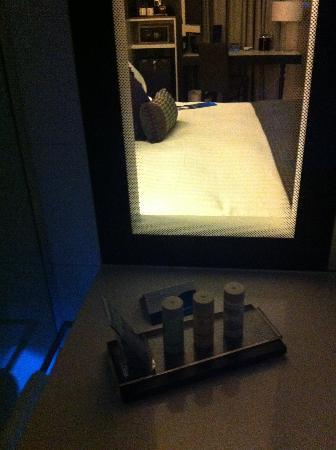 Radisson Blu Hotel, East Midlands Airport: Slight lack of privacy but great idea