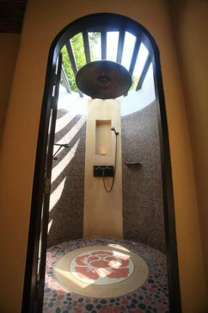 Paradee Resort & Spa Hotel: Bathroom (Shower)