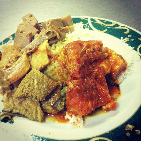 Pondok Buyung: Jackfruit curry, tripe curry and chilli fish