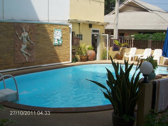 Hua Hin White Villa Hotel: Small but very good pool area