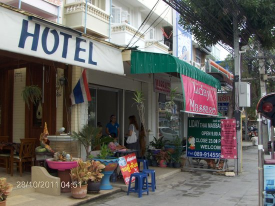 Hua Hin White Villa Hotel: Out site Hotel