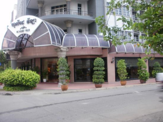 Holiday Villa Phnom Penh: Front of Hotel