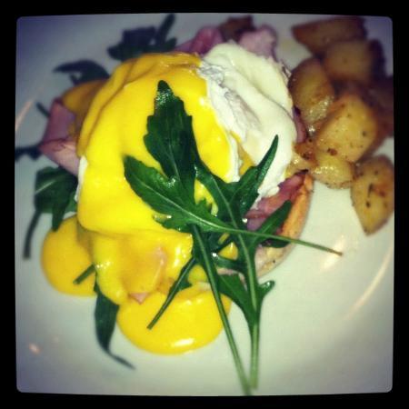 Como Caffe: 'The Waldorf Astoria' Eggs Benedict