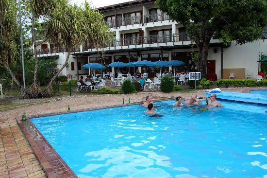 Solomon Kitano Mendana Hotel: Pool and outdoor area