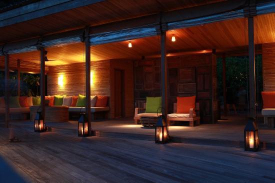 Six Senses Con Dao: Reception Lounge at night 