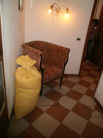 Ca Formosa: Sacchi con lenzuola pulite (fanno parte dell'arredamento)