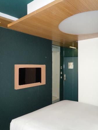 Hotel Odyssey by Elegancia: Parete fronte letto