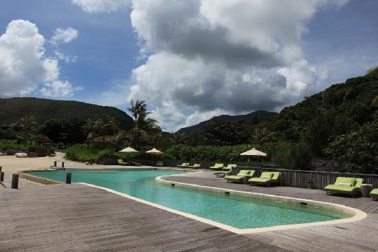 Six Senses Con Dao: Outdoor pool at Six Senses filled with sea water.