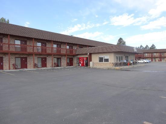 Best Western Buffalo Ridge Inn : Doppelstöckiges Hauptgebäude