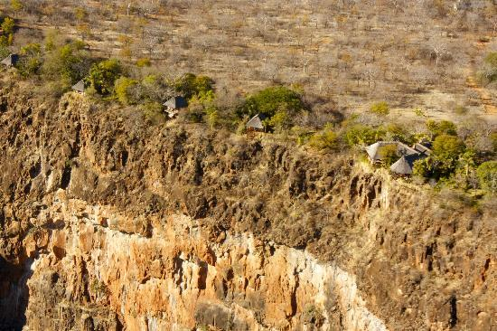 Gorges and Little Gorges Lodge: The chalets are built right on the edge of the gorge, 250 metres above the Zambezi river