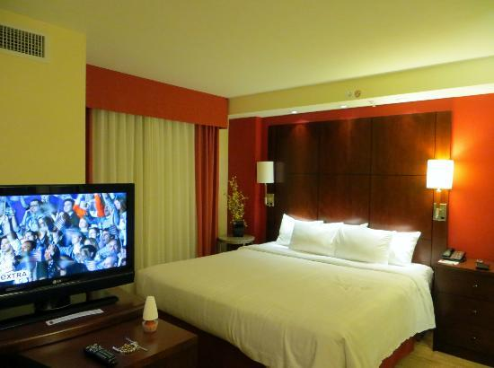 Residence Inn Miami Airport: King Size Bed
