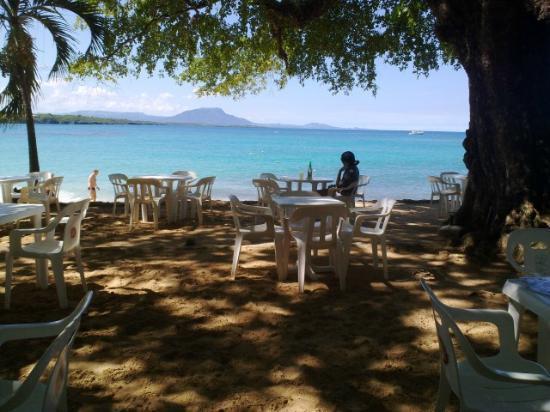 Terraza-Bar Gri-Gri: Lunch... looking at the Ocean