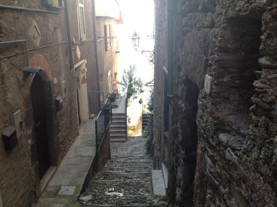 Dervio, Italie : tipica stradina che porta al Lago