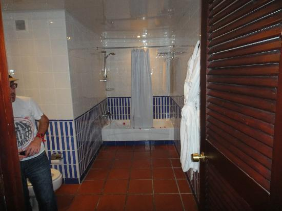 Occidental Grand Punta Cana: Extra large bathroom