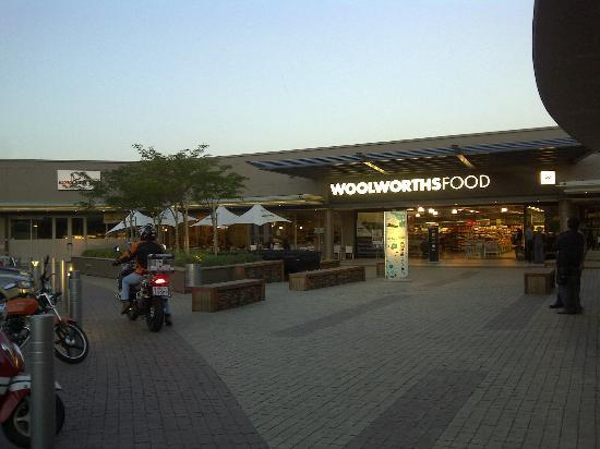 City Lodge Hotel Lynnwood : Woolies shopping outlet across the hotel