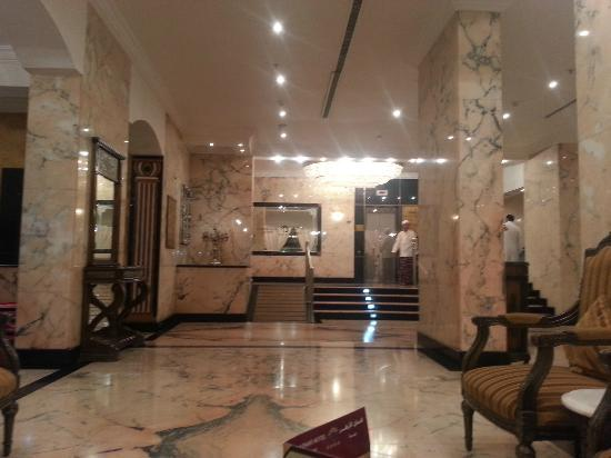 Al Azhar Hotel : Hallway (partially)