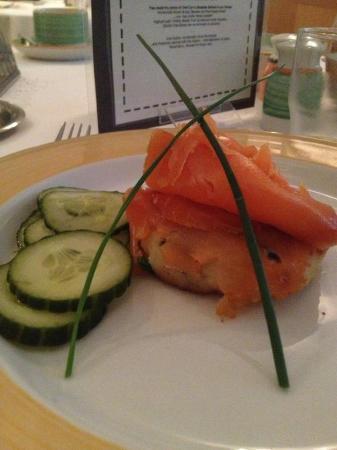 Pembroke Townhouse: Smoked Salmon & potato cakes