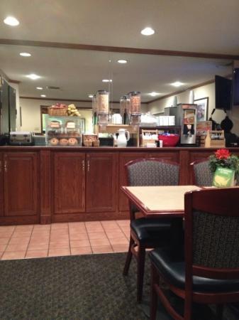 La Quinta Inn Detroit Southgate: a scant breakfast offering