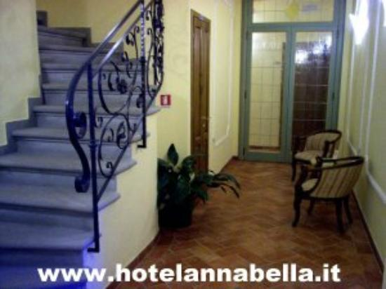 ‪هوتل أنابيلا: Hotel Annabella*** Florence - corridor and stairs to the roof terrace‬