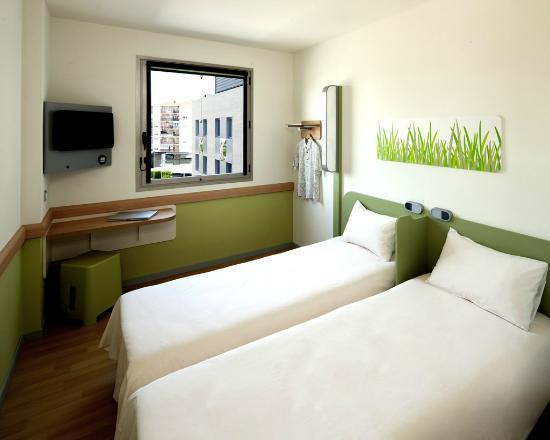 Ibis Budget Lleida: Habitación camas separadas