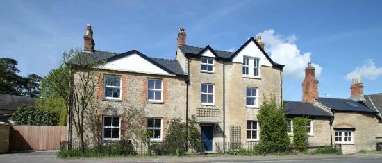 Talbot Lodge is former coaching inn in the North Oxfordshire countryside, offering two double ro