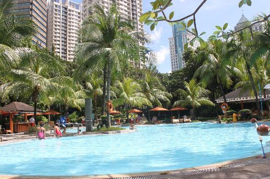 Edsa Shangri-La: resort-like pool
