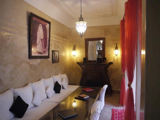 Riad El Zohar : Poolside Saloon